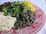 Paastoruokaa puutarhan sadosta: talvinen salaattilautanen