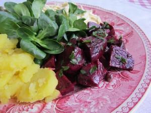 Vuonankaali talvisella salaattilautasella