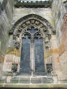 Yksi Rosslynin kappelin ikkunoista