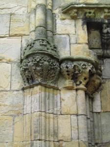 Kasviaihe pylväänpäässä Rosslynin kappelissa