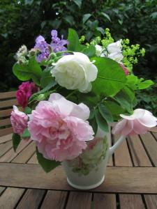 Ruusuja maljakossa
