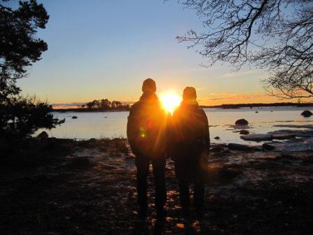 Talvi-iltapäivä meren rannalla