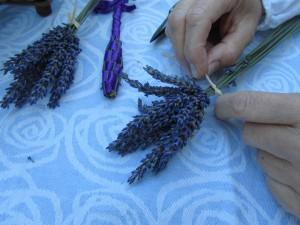 Askartelua laventelista