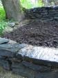 Kivityöt jatkuvat: alaterassin tukimuurit (2)
