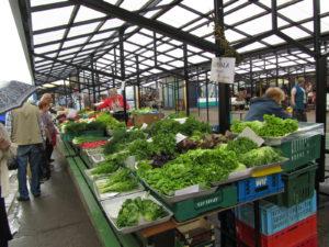 Vihanneksia Riikan torilla