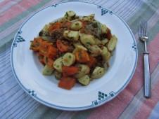 Lämmin juures-vehnänjyväsalaatti